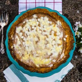 Rabarberpaj med vit choklad och vaniljgrädde