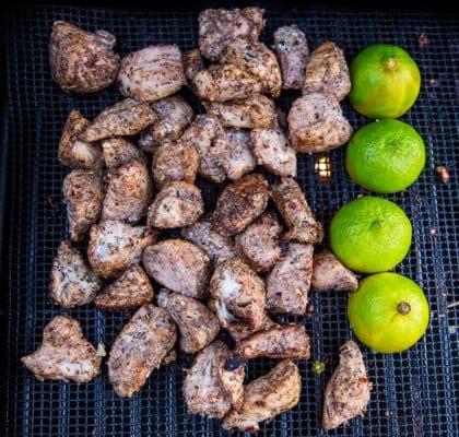 Jamaican jerk chicken med sötpotatis och stekt banan