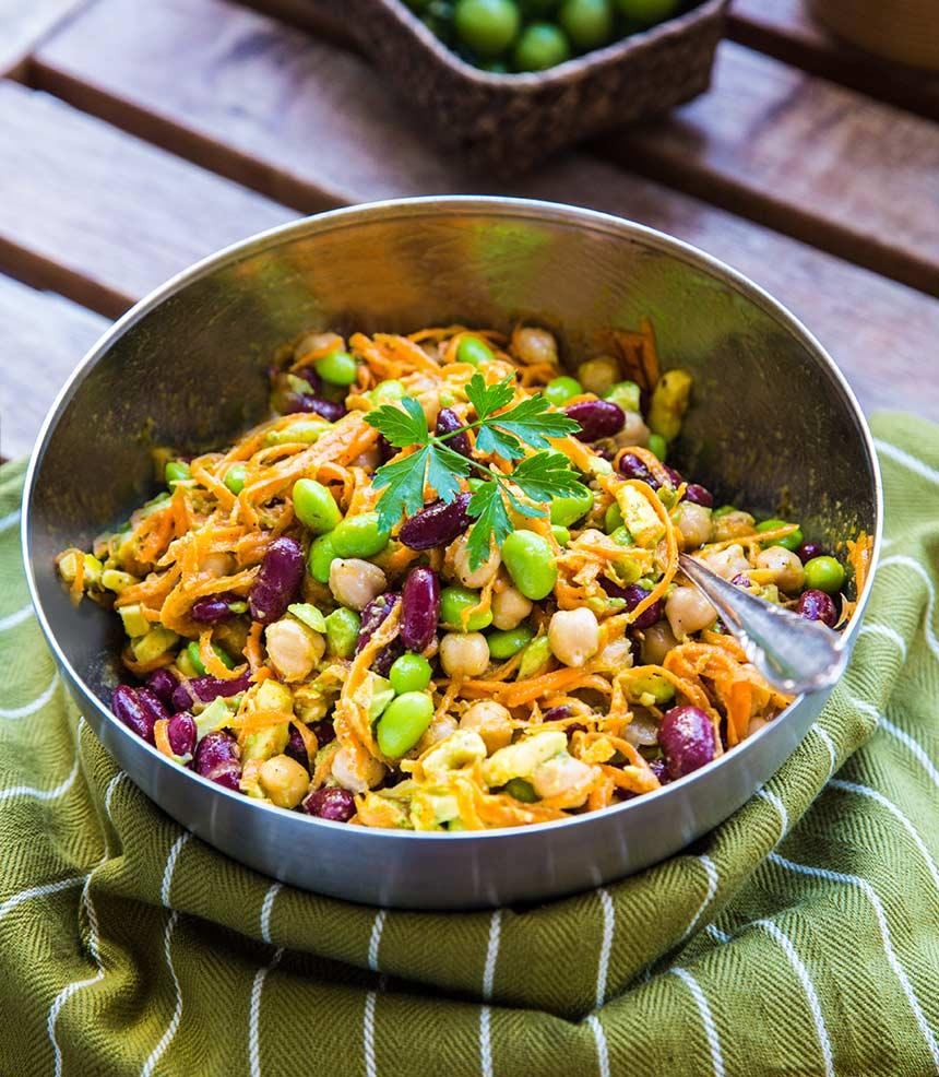 Enkel sallad med bönor och avocado