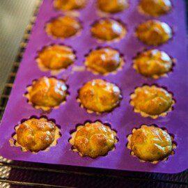 Lila silikonform för bakning från ICA