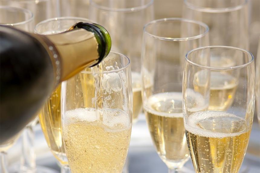 2. Du ska ha gäster hemma, vad för bubbel öppnar du middagen med?