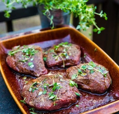 Grillad lammrostbiff med rotsaksmynt och pepparrotscreme