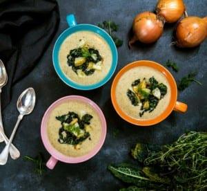Mungbönsoppa med svartkål, lök och potatis