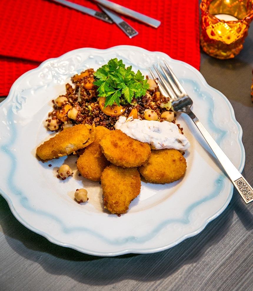 Quorn Nuggets med quinoasallad och soltorkad tomatcreme