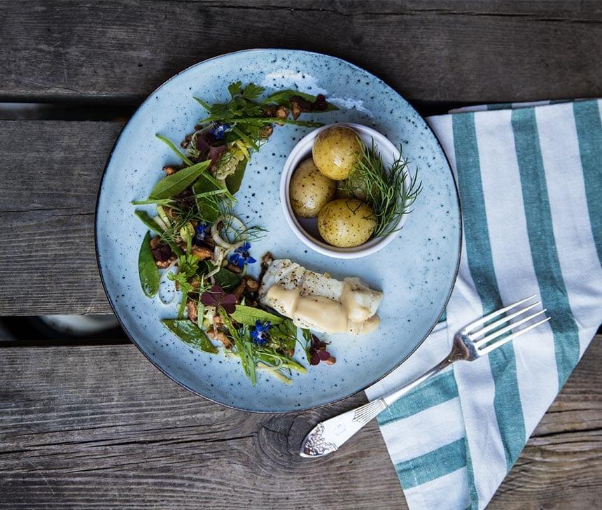 Torskrygg med kantareller, potatis och gräddig vitvinssås