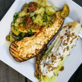Färskpotatissallad med grillad aubergine och salladskål
