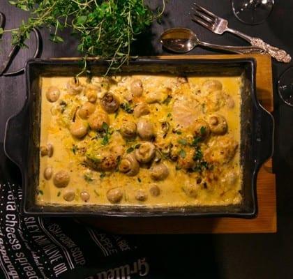 Kyckling i ugn med grädde, champinjoner och kokt potatis