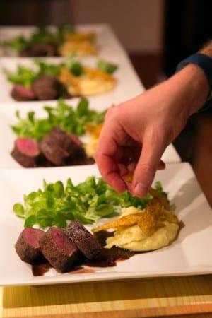 Rådjursfilé med potatispuré och friterade potatisskal
