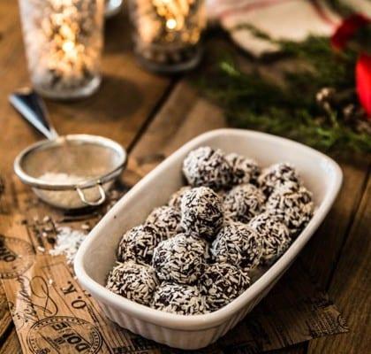 Kryddiga jul-chokladbollar med kanel och glögg