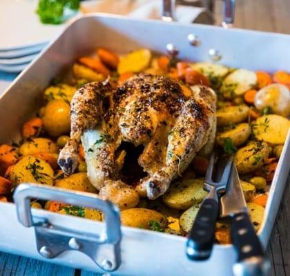 Hel kyckling i ugn med potatis och morötter