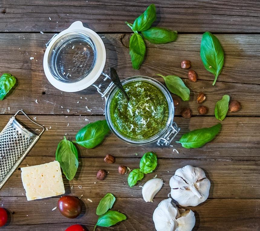 Pesto med hasselnötter och Västerbottensost