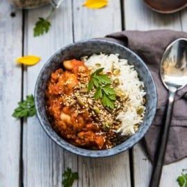 Vegetarisk currygryta med bönor och ris