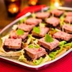 Snittar med paté med rödlökschutney
