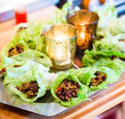 Vegetariska wraps med champinjon- och bönröra