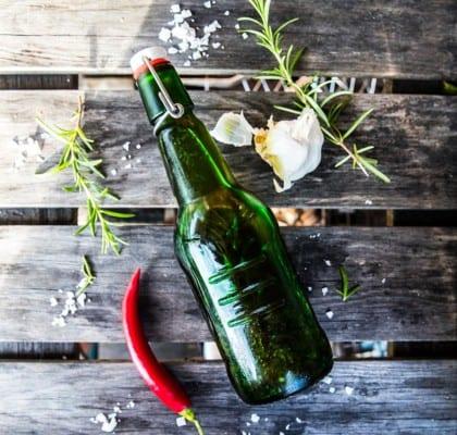 Hemmagjord chiliolja med vitlök och rosmarin