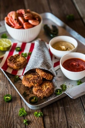 Räkfritters med tomatsalsa och tahinidipp