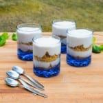 Dessert med apelsinmousse och kaksmulor