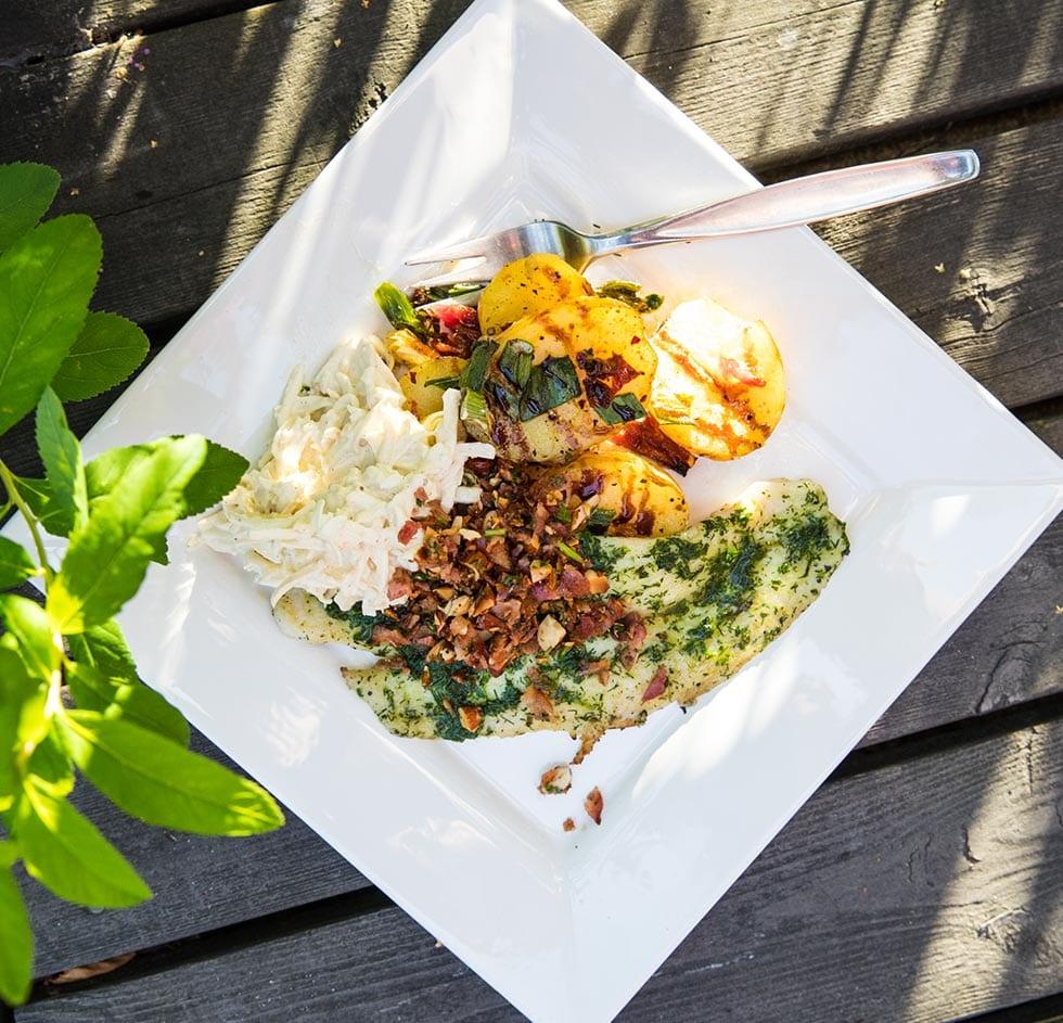 Grillad fisk med rotsellerislaw och rostad potatis