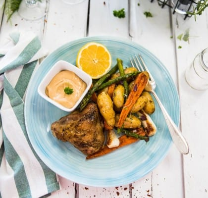 Ugnsrostade kycklinglår med potatis och vårprimörer