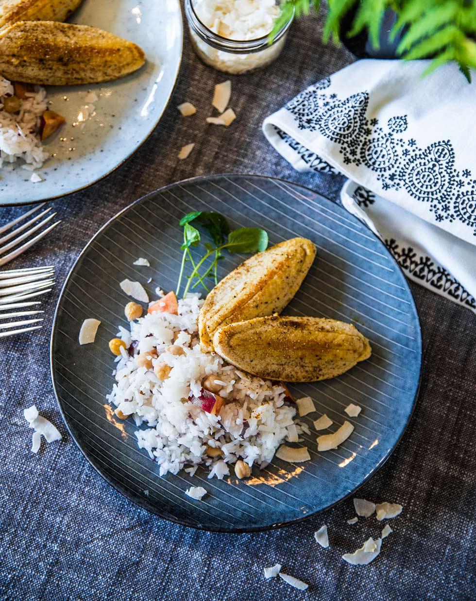 Quorn filéer med nektarin- och kokosris