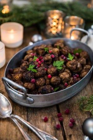 Julköttbullar med lingon