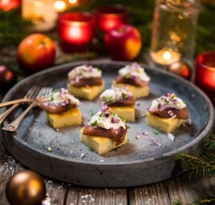 Quiche med matjessill och rödlök