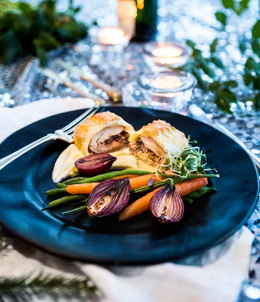 Fyllda kycklinglårfiléer i ugn med rotselleripuré och calvadossås