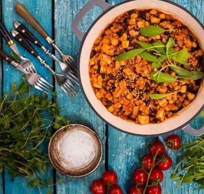 Vegetarisk gryta med mathavre och krossade tomater