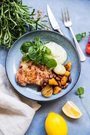 Kyckling med potatispuré och rostade mandlar (text saknas)