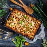Pastagratäng med fetaost, soltorkade tomater, champinjoner och svartkål