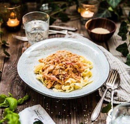 Vegetarisk stroganoff med sötpotatis och pasta