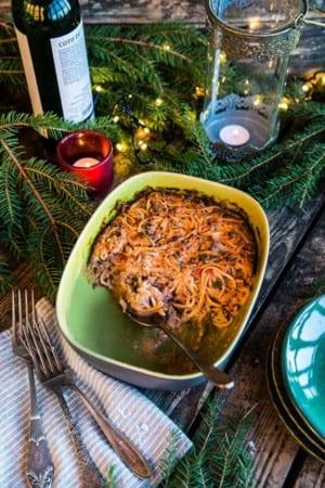 Pastagratäng med spagetti, köttfärs och grönkål