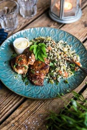 Kycklinglårfiléer med lins- och couscoussallad och currybearnaise