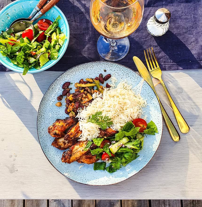 Grillade kycklingvingar med bönröra och ris