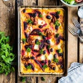 Höstpaj med rödbetor, pumpa, mozzarella och lufttorkad skinka