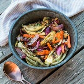 Grillade morötter, fänkål och lök med sesamolja och timjan