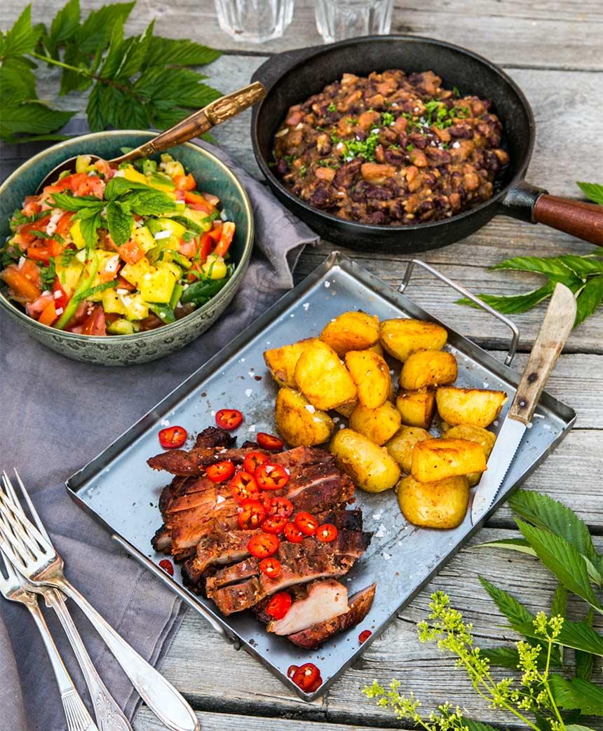 Rökt karré med bönröra, mangosallad och stekt potatis
