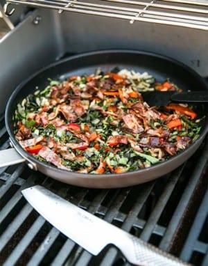 Fyllning till paj, bacon, kirskål, gul lök och paprika