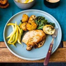 Kyckling i ugn med potatis, gräddsås och svartkål