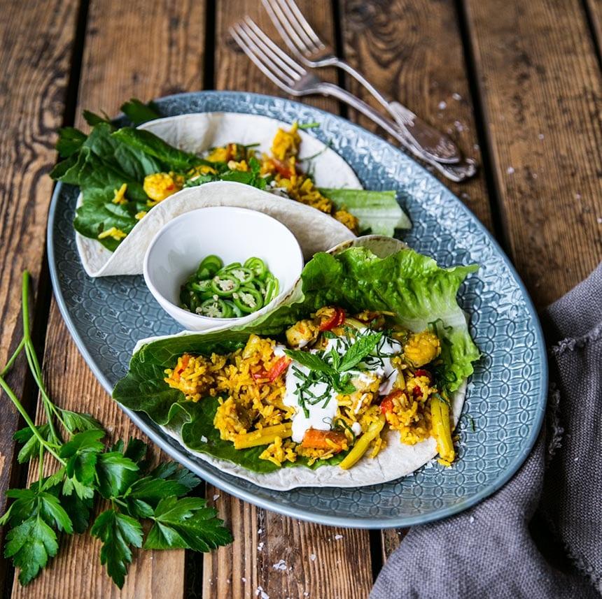 Tacos med kyckling, räkor, gul curry och mynta