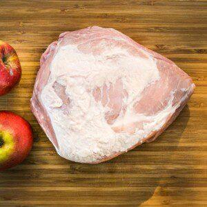 Rökt picnicbog med äpple, bakad sötpotatis, fetaost och
