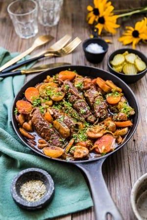 Sjömansgryta med lövbiffsrullader, potatis och champinjoner