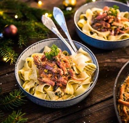 Julstroganoff med julskinka, julkorv och pasta