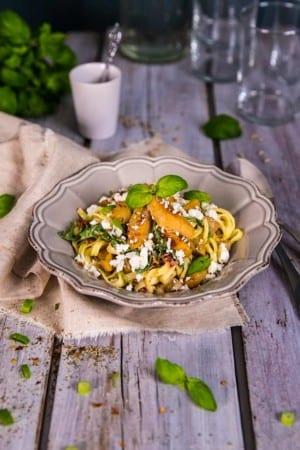 Gräddig pasta med kyckling, bacon och soltorkade tomater