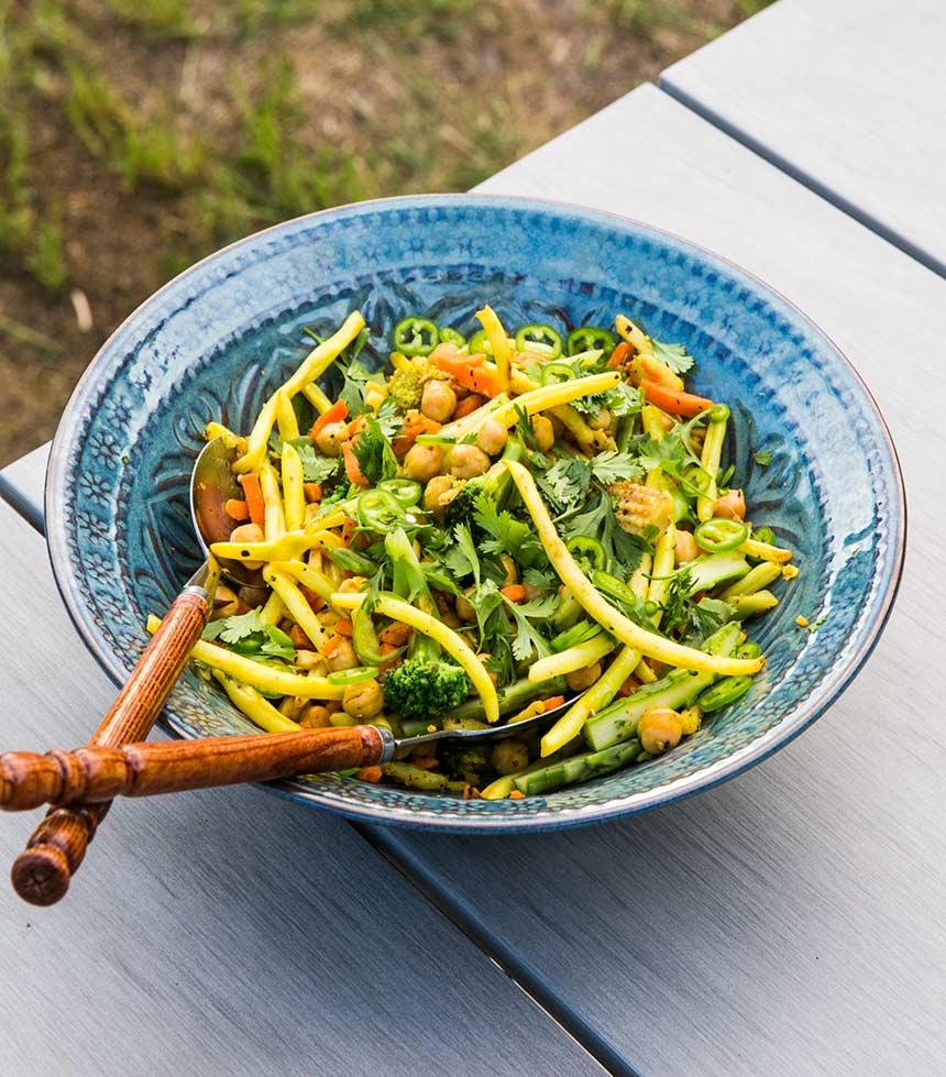 Bönsallad med kikärtor och grön chili