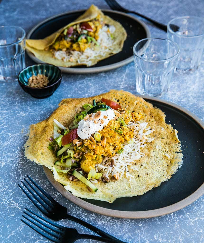 Daal i kikärtspannkakor med ris och grön chili