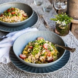 Krämig pasta med kyckling, småtomater och zucchini