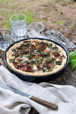 Svinn-smart vår-paj med skinka och kirskål