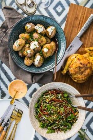 Beer Can Chicken med curry-rub, mungbönssallad och bakade småpotatisar