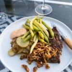 Grillad entrecote med kantareller, potatismynt och smörsvängda bönor